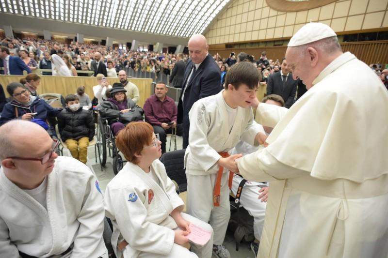 Papa Francisco: la tierra más hermosa para conquistar es el corazón del hermano