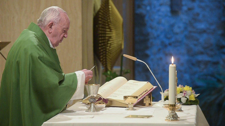 Papa Francisco: Resbalar hacia la mundanidad es la lenta apostasía del corazón