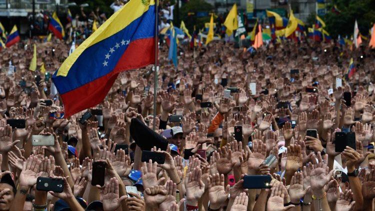 Cardenal Parolin: solución interna, pacífica y democrática para Venezuela