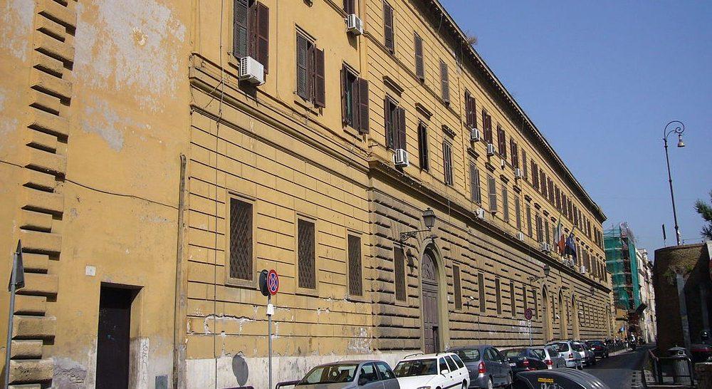Grupo de Secretaría de Estado visita a los presos del Regina Coeli de Roma