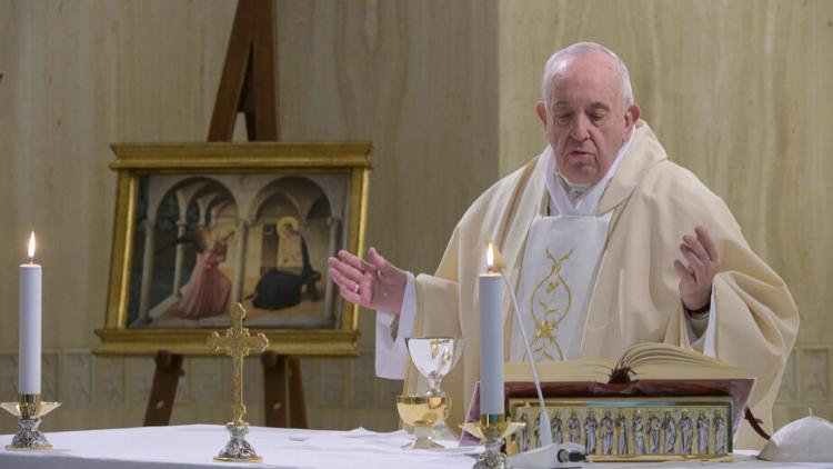 El Papa reza por las religiosas que arriesgan y dan la vida por asistir a los enfermos