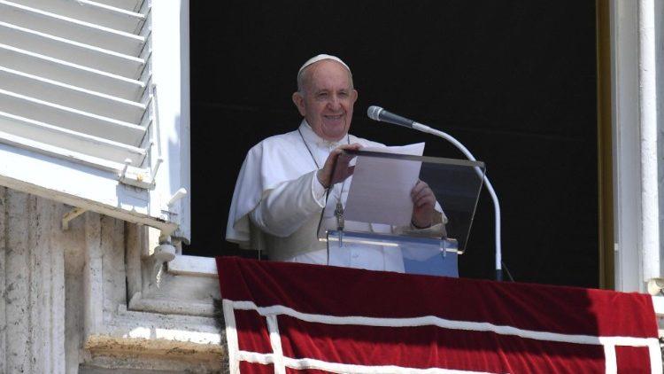 """Francisco: """"¿Cómo construyo mi vida, sobre mis capacidades o sobre el Dios vivo?"""""""