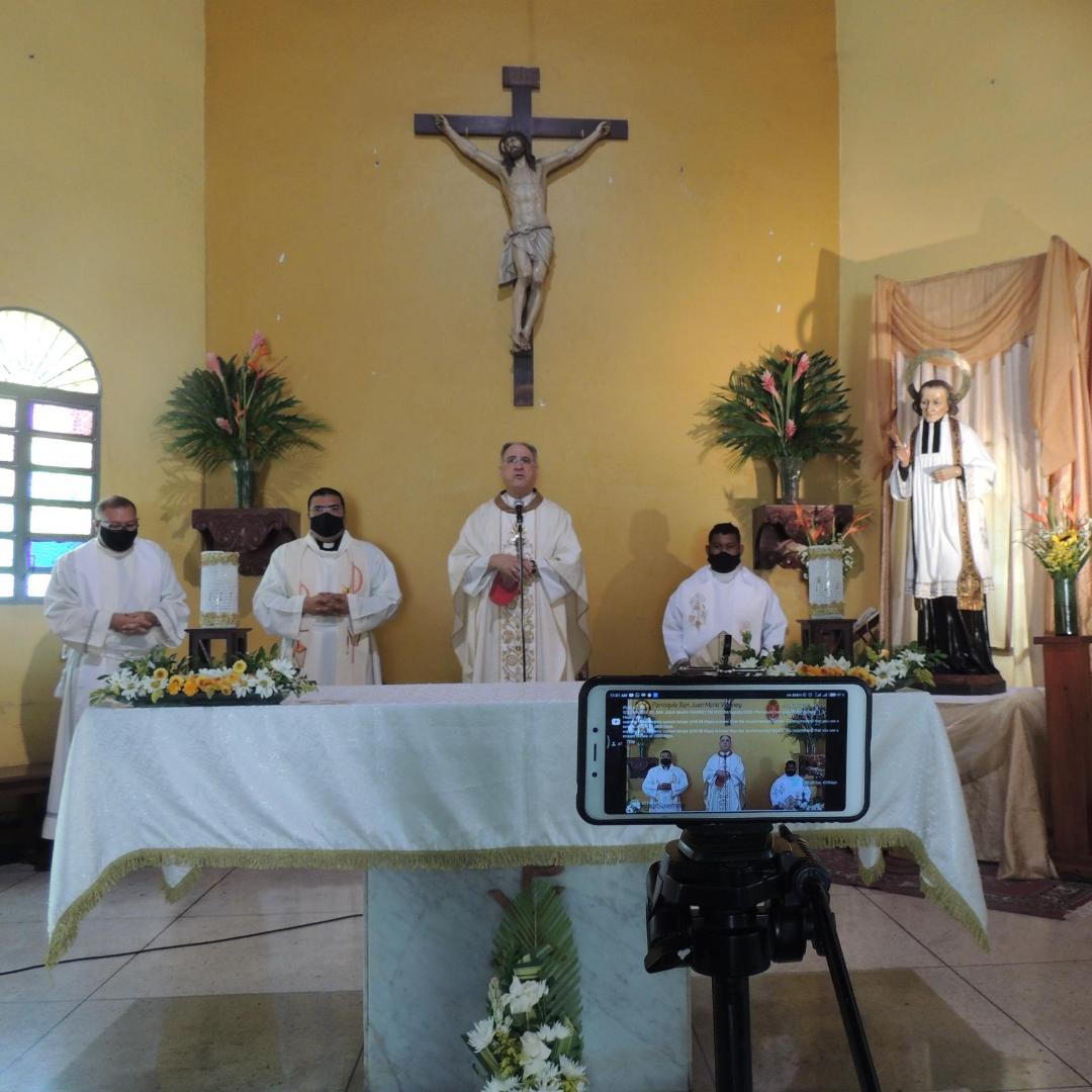 Mons. Del Prette en el día de San Juan María Vianney: Los sacerdotes de Jesús debemos ser siempre servidores de la comunidad