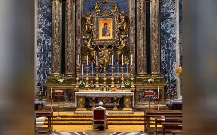 Papa Francisco visita por sorpresa la Basílica Santa María Mayor