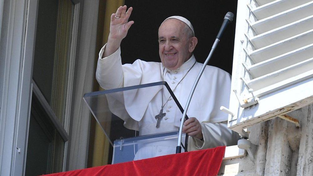 Papa Francisco en el Ángelus: abandonarse con confianza en Dios