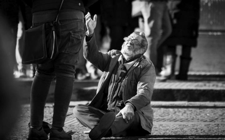 Papa Francisco: un corazón que vea las heridas de la sociedad y manos creativas para curarlas