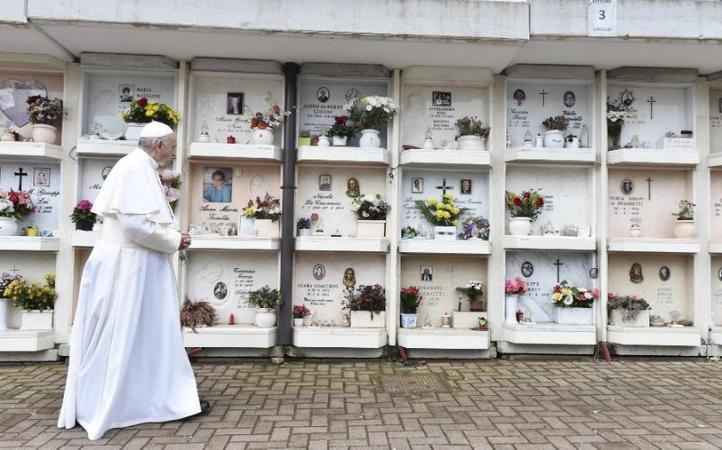 Papa Francisco celebrará la misa por los fieles difuntos en el Cementerio Teutónico