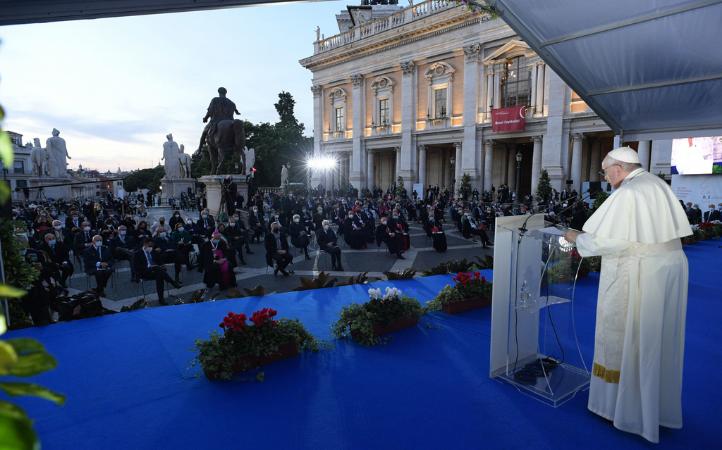 Papa Francisco: No permanecer indiferentes ante un mundo sediento de paz