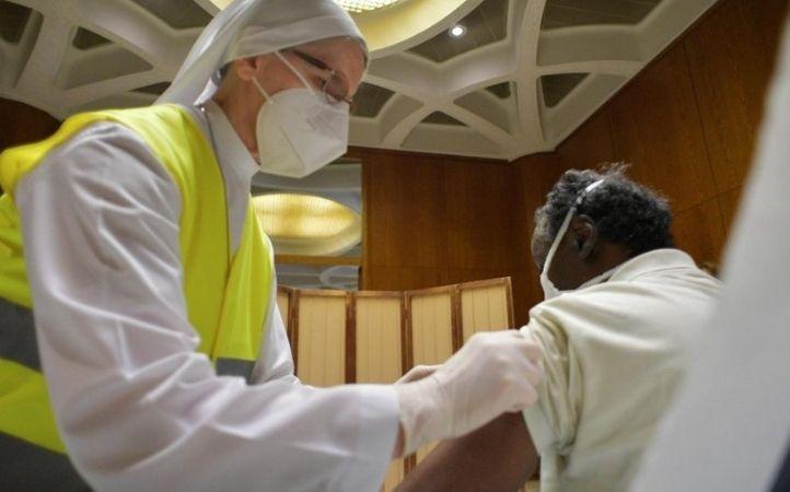 Vaticano: otras 300 personas sin hogar recibirán la vacuna contra el Covid
