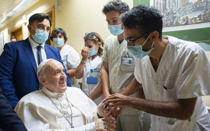 "Papa Francisco a la familia del Hospital Gemelli: ""Gracias, me han hecho sentir en casa"""
