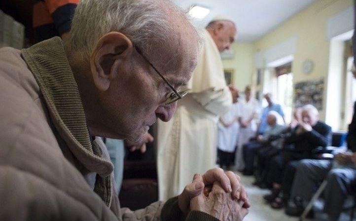 Papa Francisco a los sacerdotes ancianos: la vejez no es una enfermedad