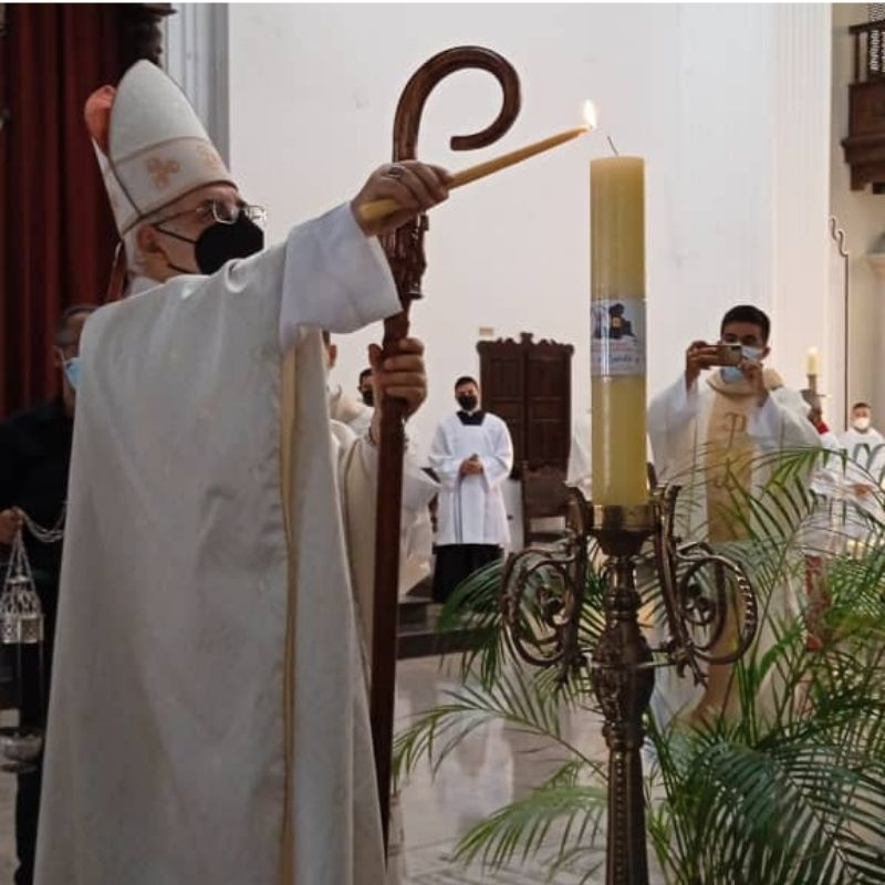 Diócesis de San Cristóbal encendió cirio del centenario jubilar y del Sínodo